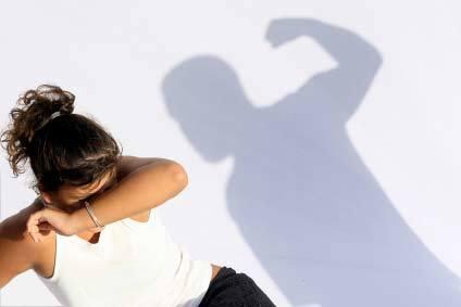 ครูดนตรีไทยทุบ นร.หญิง ไข้ขึ้น ไม่พอใจใส่ต่างหูมา รร.