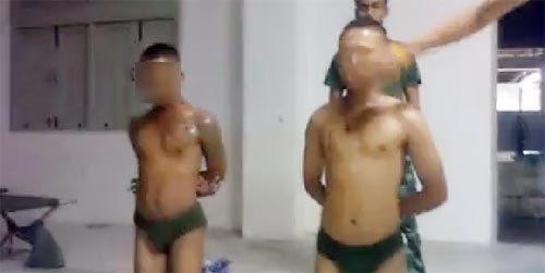 คลิป ทหารโดนจับแก้ผ้า ถูกรุมเตะไม่ยั้ง หลังสูบบุหรี่ไม่รับ